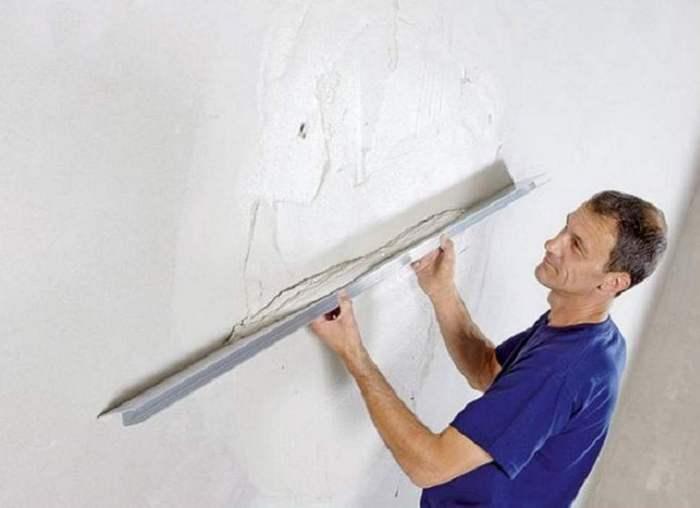 Как быстро выровнять стену по маякам