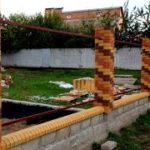 Забор: каменный или кирпичный?